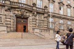 Führer vor dem nationalen Parlament Kopenhagen Dänemark Lizenzfreies Stockbild