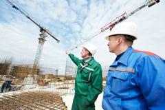 Führt Erbauer an der Baustelle aus Lizenzfreie Stockbilder
