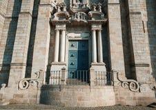 Führt portugiesische Architektur, Türen, Kathedrale von Porto, Seufzer einzeln auf lizenzfreie stockbilder