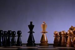 Führungskonzept mit Schachfiguren lizenzfreie stockfotografie