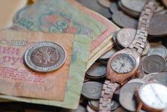 fülle riches Alte Münzen und Rechnungen Lizenzfreies Stockbild