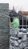 Füllen der Steinwand mit Kies Lizenzfreie Stockfotografie