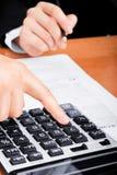 Füllen des Steuerformulars Stockfotos