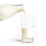 Füllen Sie auslaufende Milch ab Lizenzfreies Stockbild