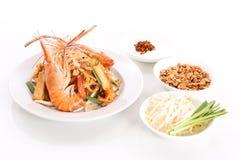 Füllen Sie thailändischen, angebratenen Reisnudelteller mit Garnele auf Lizenzfreie Stockbilder
