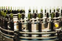 Füllende Zeile der Flasche Stockfotos