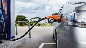 Füllendes Öl Lizenzfreies Stockbild