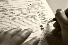 Füllendes 1040 Steuerformular Stockbilder