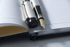 Füllfederhalter u. Tagebuch Lizenzfreies Stockbild