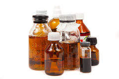 Füllt medizinisches mit einem Trank ab stockfoto