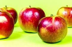 Fünf Äpfel Lizenzfreies Stockfoto
