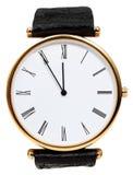 Fünf bis zwölf Uhr auf Skala der Armbanduhr Lizenzfreies Stockfoto