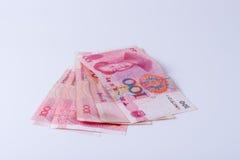 Fünf Chinesen 100 Anmerkungen RMB Yuan lokalisiert auf weißem Hintergrund Stockbilder