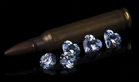Fünf Diamanten mit einer Kugel Lizenzfreie Stockfotos