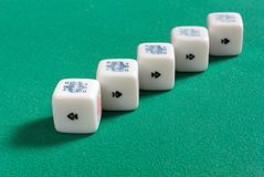 Fünf einer Art auf Poker-Würfeln Stockfotos