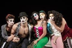 Fünf ernste Cirque-Clowne lizenzfreie stockfotos
