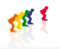 Fünf farbige Pfand auf einem weißen Hintergrund stockfoto