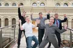 Fünf Freunde freuen sich Stockfotos