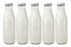 Fünf Glasflaschen mit Milch Lizenzfreies Stockbild