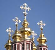 Fünf goldene Hauben der Kirche Stockfotografie