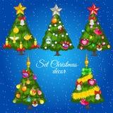 Fünf grüne Weihnachtsbäume mit Text Stockfotografie