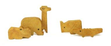 Fünf hölzerne Spielwaren in Form von den afrikanischen Tieren Stockbild