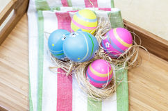 Fünf helles farbiges Ostern Lizenzfreies Stockfoto