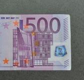 Fünf Hunderte 500 Eurobanknoten Stockbild