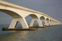 Fünf Kilometer lange Brücke Stockbild