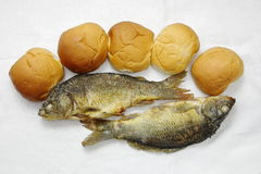 Fünf Laibe und die zwei Fische Lizenzfreie Stockbilder