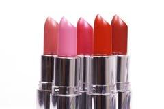 Fünf Lippenstifte auf Weiß Lizenzfreie Stockfotos