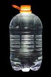 Fünf Liter reines Trinkwasser lizenzfreie stockfotografie