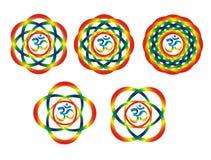 Fünf Mandalen mit aum-/omsymbol Abstrakte Gegenstände des Regenbogens Stockfoto