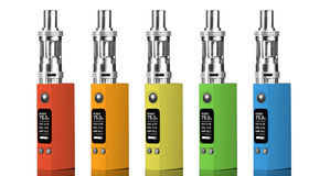 Fünf mehrfarbige elektronische Zigaretten Stockbilder