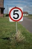 Fünf Meilen pro Stunde Zeichen- Stockbild