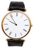 Fünf Minuten zu zehn Uhr auf Skala der Armbanduhr Lizenzfreie Stockbilder
