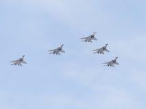 Fünf moderne Flugzeuge MiG-29 im Himmel Lizenzfreies Stockbild
