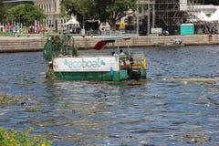 Fünf Monate für Olympics verfehlend, ist das Guanabara-Buchtwasser faul Lizenzfreie Stockfotografie