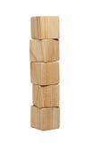 Fünf natürliche hölzerne Ziegelsteine im Turm Lizenzfreies Stockfoto