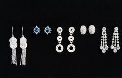 Fünf Paare Ohrringe der Frauen Lizenzfreie Stockbilder