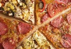 Fünf Pizzascheiben Stockbild