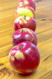 Fünf reife Äpfel Lizenzfreies Stockbild