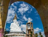 Fünf sitzende Buddha-Statuen bei Wat Pha Sorn Kaew Lizenzfreie Stockbilder