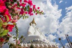Fünf sitzende Buddha-Statuen bei Wat Pha Sorn KaewWat Phra Thart Pha Kaewin Khao Kho, Phetchabun, Norden-zentrales Thailand Lizenzfreie Stockfotografie