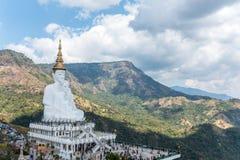 Fünf sitzende Buddha-Statuen bei Wat Pha Sorn KaewWat Phra Thart Pha Kaewin Khao Kho, Phetchabun, Norden-zentrales Thailand Lizenzfreies Stockfoto
