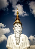 Fünf sitzende Buddha-Statuen bei Wat Pha Sorn KaewWat Phra Thart Pha Kaewin Khao Kho, Phetchabun, Norden-zentrales Thailand Stockfoto
