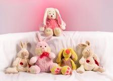 Fünf Spielzeugkaninchen lizenzfreies stockfoto