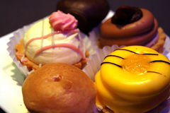 Fünf Stücke des köstlichen Kuchens Stockbilder