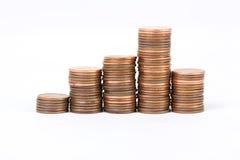Fünf Stapel des Cents der Münzen 5 auf weißem Hintergrund Lizenzfreies Stockfoto
