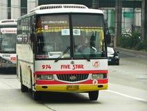 Fünf Stern-Bus-Zwischenlage stockbild